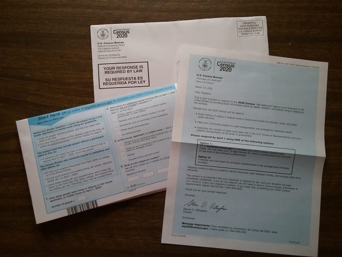 U.S. Census 2020 form, letter, and envelope.